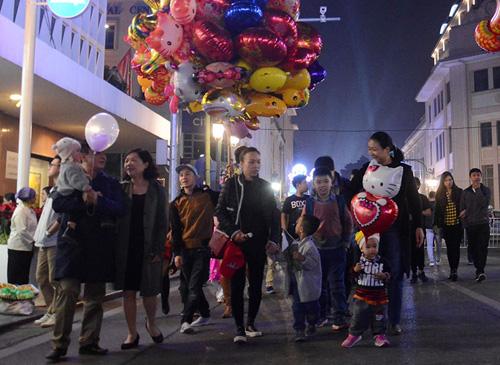 Ảnh: Khoảnh khắc vạn người đón năm mới 2017 ở HN - 3