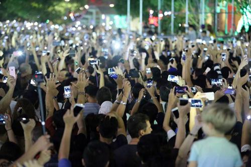 """""""Biển người"""" cùng đếm ngược, đón năm mới ở Sài Gòn - 1"""