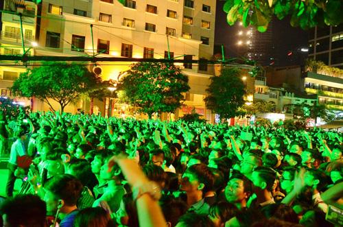 """""""Biển người"""" cùng đếm ngược, đón năm mới ở Sài Gòn - 6"""