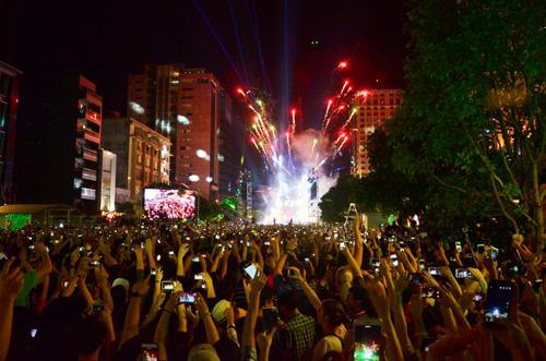 """""""Biển người"""" cùng đếm ngược, đón năm mới ở Sài Gòn - 8"""