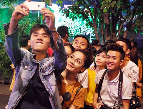 """""""Biển người"""" cùng đếm ngược, đón năm mới ở Sài Gòn - 5"""