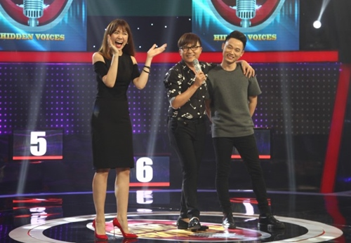 """Hari Won hát như """"cãi lộn"""" với gái đẹp trên sóng truyền hình - 1"""