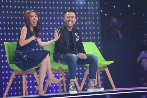 """Hari Won hát như """"cãi lộn"""" với gái đẹp trên sóng truyền hình - 2"""