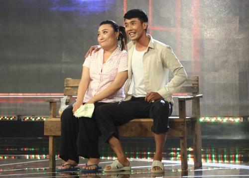 Con trai Kim Tử Long đáng yêu khi phụ diễn cho học trò của bố - 1