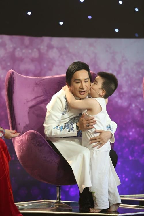 Con trai Kim Tử Long đáng yêu khi phụ diễn cho học trò của bố - 5