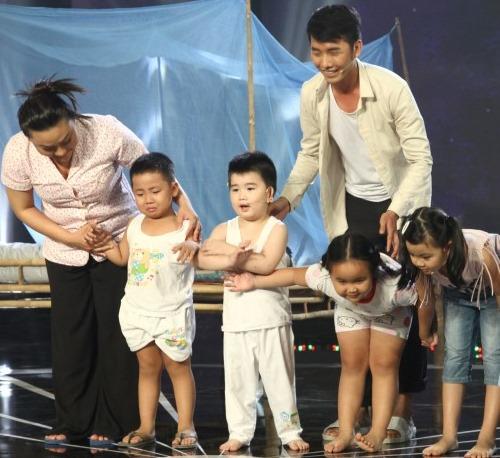 Con trai Kim Tử Long đáng yêu khi phụ diễn cho học trò của bố - 3