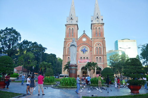 Sáng đầu năm, đường phố Sài Gòn vắng vẻ lạ thường - 6