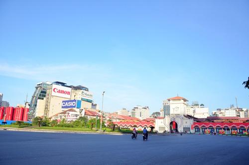 Sáng đầu năm, đường phố Sài Gòn vắng vẻ lạ thường - 5