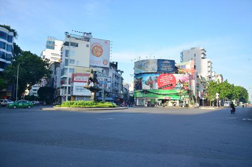 Sáng đầu năm, đường phố Sài Gòn vắng vẻ lạ thường - 4