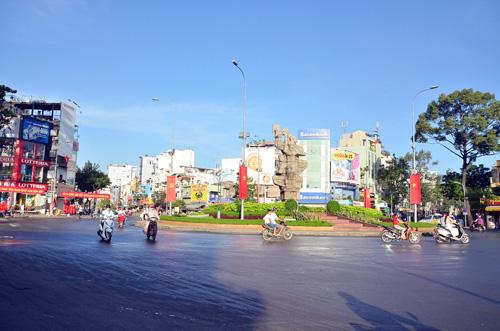 Sáng đầu năm, đường phố Sài Gòn vắng vẻ lạ thường - 3