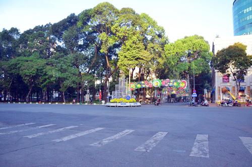 Sáng đầu năm, đường phố Sài Gòn vắng vẻ lạ thường - 12