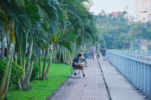 Sáng đầu năm, đường phố Sài Gòn vắng vẻ lạ thường - 10