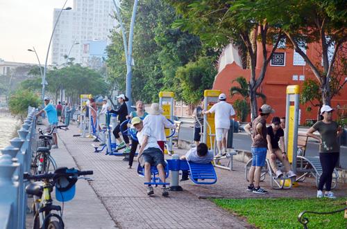 Sáng đầu năm, đường phố Sài Gòn vắng vẻ lạ thường - 9