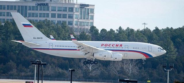 35 người Nga bị Mỹ trục xuất: Đầu bếp cũng phải về nước - 1
