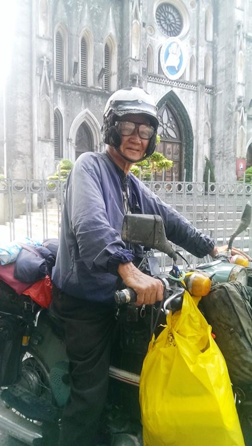 Phượt thủ dị nhân tuổi 86 và chiếc xe máy cổ lỗ sĩ - 2