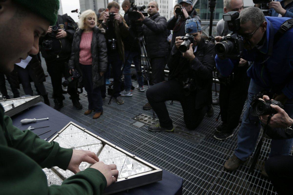 Quả cầu pha lê New York thu hút 1 triệu dân dịp năm mới - 2