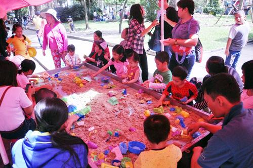 Ngày đầu năm, nhiều điểm vui chơi ở Sài Gòn quá tải - 9