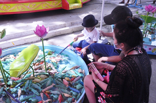 Ngày đầu năm, nhiều điểm vui chơi ở Sài Gòn quá tải - 8