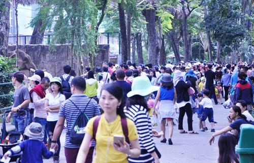 Ngày đầu năm, nhiều điểm vui chơi ở Sài Gòn quá tải - 7