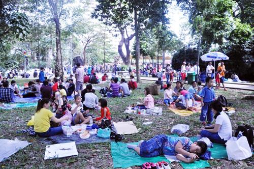 Ngày đầu năm, nhiều điểm vui chơi ở Sài Gòn quá tải - 12