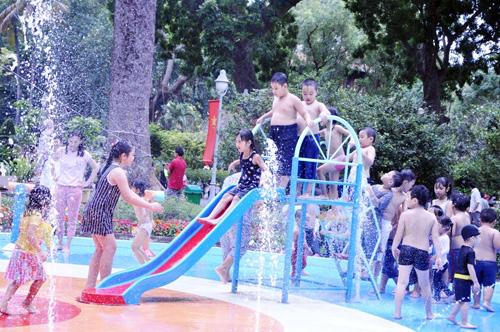 Ngày đầu năm, nhiều điểm vui chơi ở Sài Gòn quá tải - 11