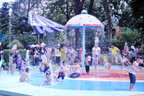 Ngày đầu năm, nhiều điểm vui chơi ở Sài Gòn quá tải - 10
