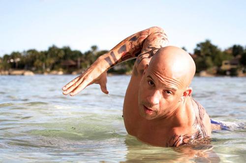 Mãn nhãn màn đua xe trên mặt nước của Chân Tử Đan với Vin Diesel - 1