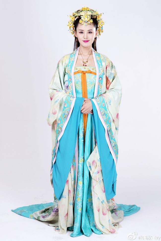 .Bộ phim bị đánh giá là sai thời đại lịch sử khi Bao Thanh Thiên là truyện xảy ra đời Tống nhưng mỹ nhân trong phim lại diễn trang phục giống thời nhà Đường. Nhiều cư dân mạng cho rằng đây là chiêu trò của nhà sản xuất để phim tạo sức hút.