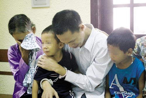 Đau lòng nước mắt trẻ thơ trong phiên tòa xử cha giết mẹ - 1