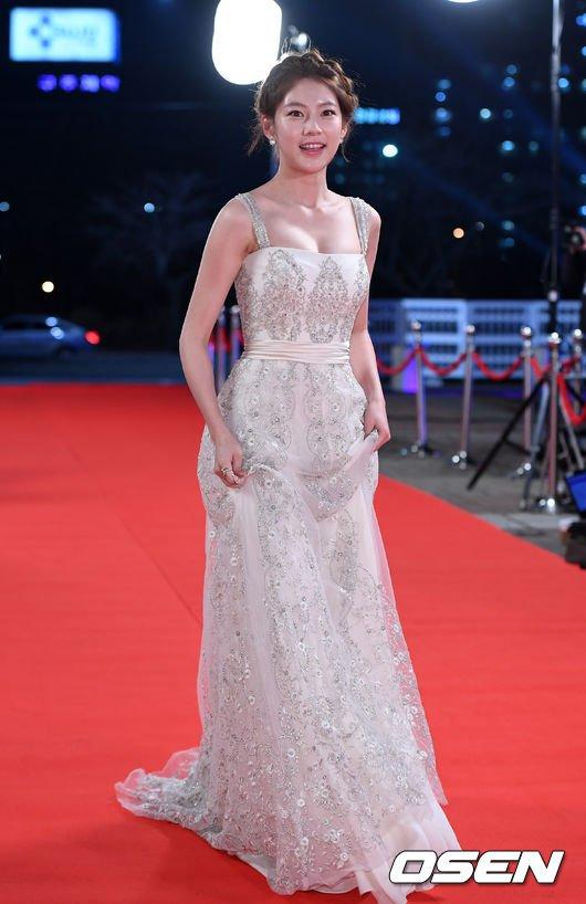 Song Hye Kyo đẹp như nữ thần trên thảm đỏ - 2