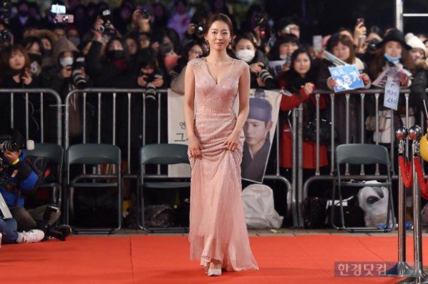 Song Hye Kyo đẹp như nữ thần trên thảm đỏ - 5