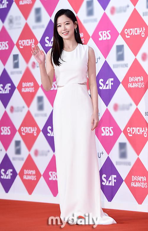 Song Hye Kyo đẹp như nữ thần trên thảm đỏ - 6
