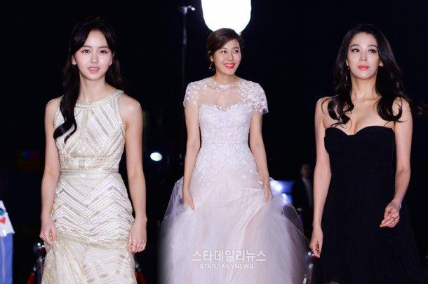 Song Hye Kyo đẹp như nữ thần trên thảm đỏ - 4
