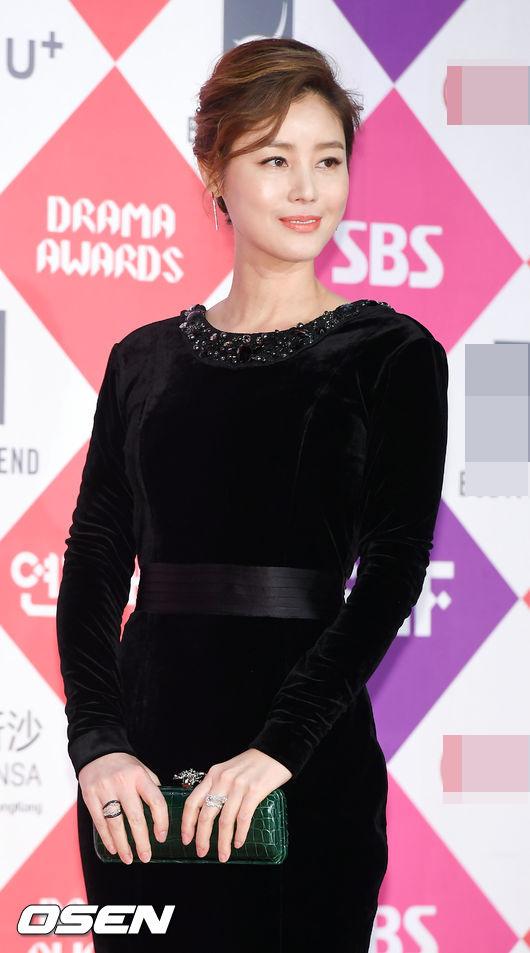 Song Hye Kyo đẹp như nữ thần trên thảm đỏ - 8