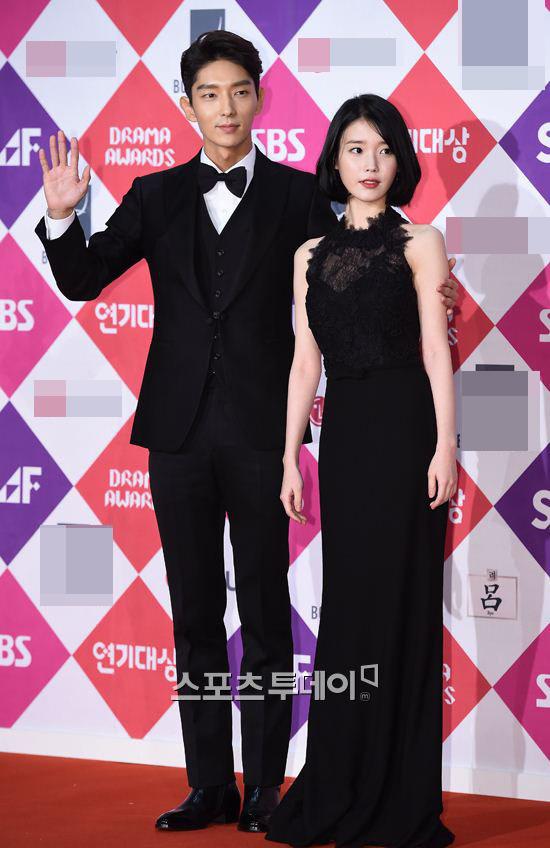 Song Hye Kyo đẹp như nữ thần trên thảm đỏ - 11