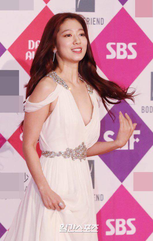 Song Hye Kyo đẹp như nữ thần trên thảm đỏ - 7