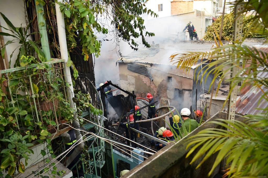 Cháy nhà ở Sài Gòn, một thanh niên tử vong - 2