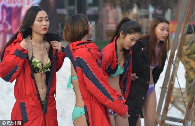 TQ: ''Tái mặt'' với dàn mỹ nữ diện bikini giữa trời tuyết - 1