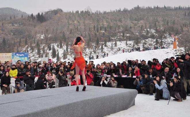TQ: ''Tái mặt'' với dàn mỹ nữ diện bikini giữa trời tuyết - 7