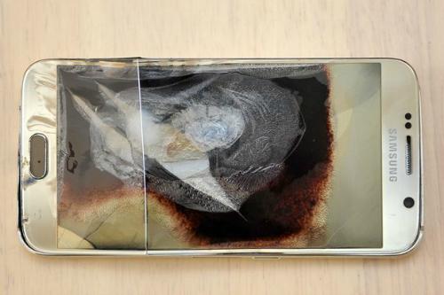Samsung Galaxy S6 lại phát nổ ngay trong đêm Giáng Sinh - 1
