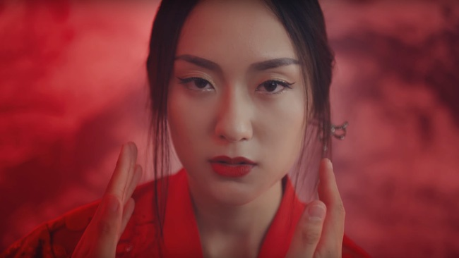 """MV  """" Lạc trôi """"  của Sơn Tùng M-TP với sự góp mặt của Hồ Thu Anh đang phá vỡ nhiều kỷ lục. Chỉ trong vòng 1 ngày, MV đã đạt 4 triệu lượt xem và đang tăng nhanh trên Youtube. Hồ Thu Anh cũng đột nhiên trở thành cái tên được quan tâm."""