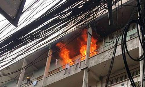Cháy chung cư ở Sài Gòn, dân nháo nhào tháo chạy - 1