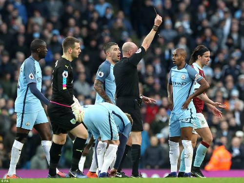 Man City thắng nhọc, Pep trút giận lên phóng viên - 2
