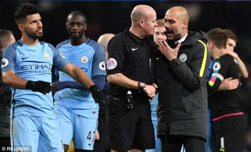 Man City thắng nhọc, Pep trút giận lên phóng viên - 1