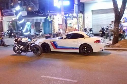 Siêu mô tô BMW đọ dáng bên 3 siêu xe ôtô tiền tỷ - 6