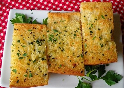 Cách làm bánh mì bơ tỏi thơm ngậy chỉ với 3 bước - 4
