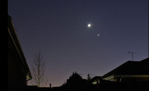 Sao Hỏa, Mặt Trăng, Sao Kim xếp hàng trên bầu trời Anh - 3