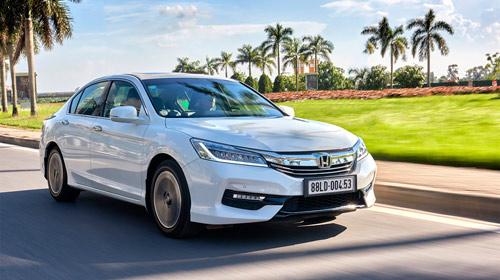 Honda Việt Nam công bố giá mới hấp dẫn cho Accord từ tháng 1/2017 - 1