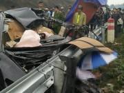 Tin tức trong ngày - Ô tô vỡ nát trên cao tốc HN- Lào Cai, tài xế tử vong tại chỗ