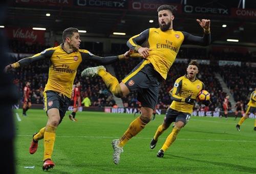 """Arsenal: Người hùng Giroud bị """"chửi"""", Wenger phàn nàn - 1"""